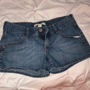 Low rise denim shorts!